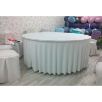 Large round tablecloth for 12 people